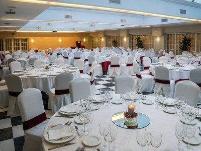 Enjoy our Central Room with natural light and capacity up ...